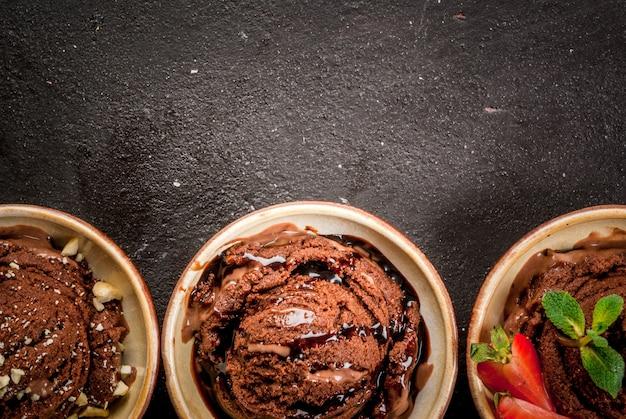 Tre tipi di gelato al cioccolato Foto Premium