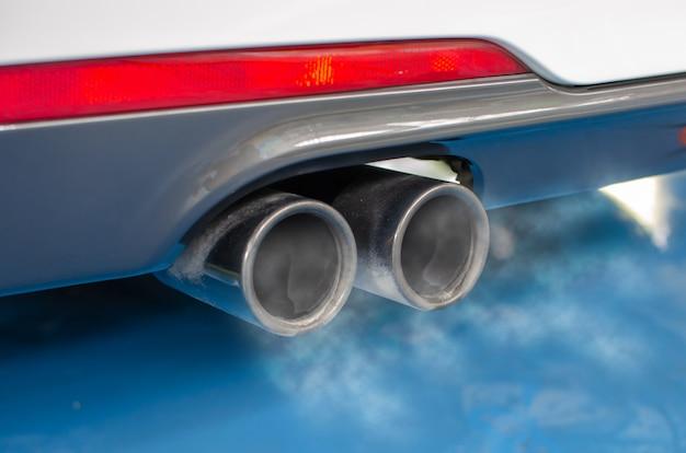 Tubo di scarico dell'automobile Foto Premium