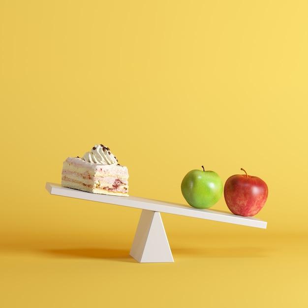 Un appiglio di ribaltamento delle mele con la torta sull'estremità opposta su priorità bassa pastello. idea di cibo minimale. Foto Premium