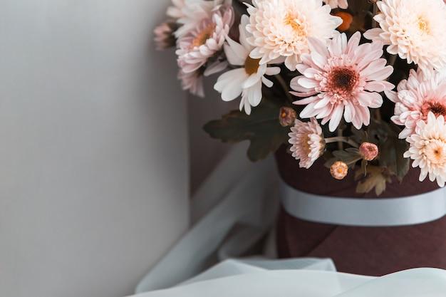 Un bouquet di fiori misti Foto Premium