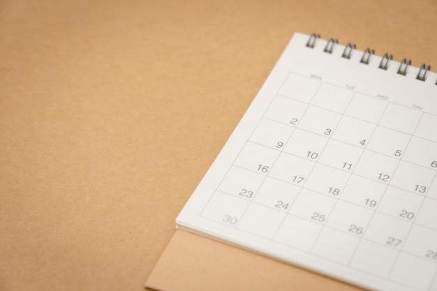 Un calendario del mese. utilizzando come sfondo il concetto di business e il concetto di pianificazione Foto Premium