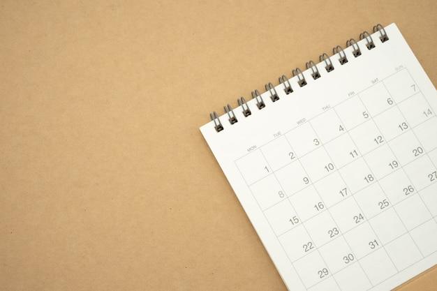 Un calendario del mese utilizzando come sfondo il concetto di business e la pianificazione Foto Premium