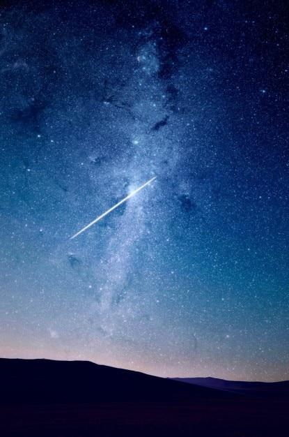 Un cielo pieno di stelle scaricare foto gratis for Immagini universo gratis