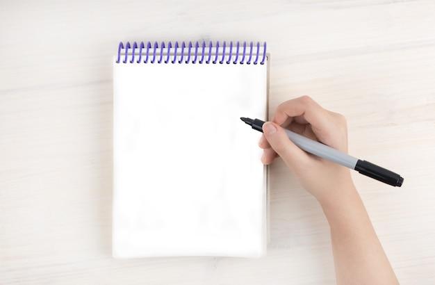 Un elenco di cose da fare in un blocco note sulle spirali Foto Premium