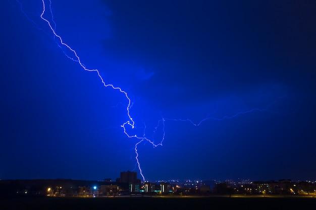 Un fulmine colpisce la casa Foto Premium