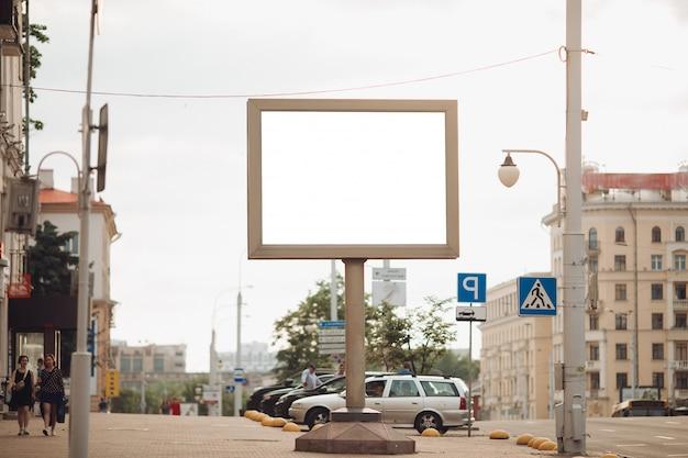 Un grande cartellone per la strada Foto Gratuite