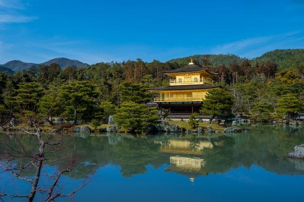 Un tempio a kyoto, che è la principale attrazione turistica della città. Foto Premium