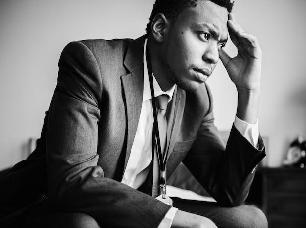 Un uomo stressante Foto Gratuite