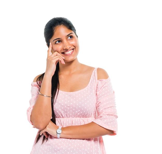 Una donna indiana che pensa allegro Foto Gratuite