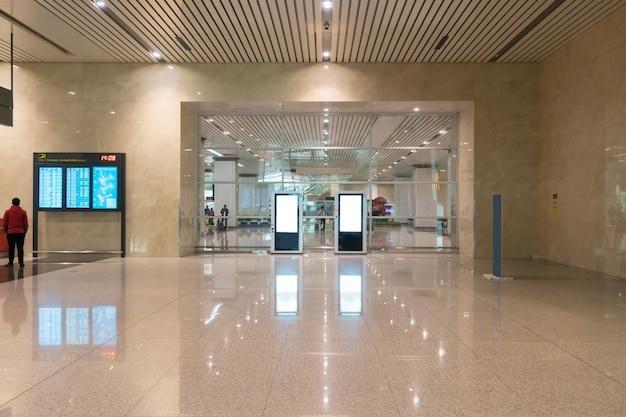 Una nuovissima sala partenze dell'aeroporto Foto Premium