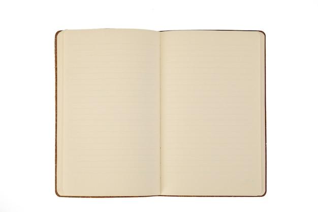 Una pagina non scritta di un notebook su sfondo bianco Foto Premium