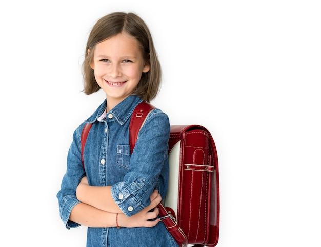Una piccola ragazza della scuola sta sorridendo Foto Premium