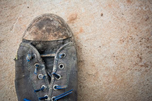 Una scarpa sporca Foto Premium