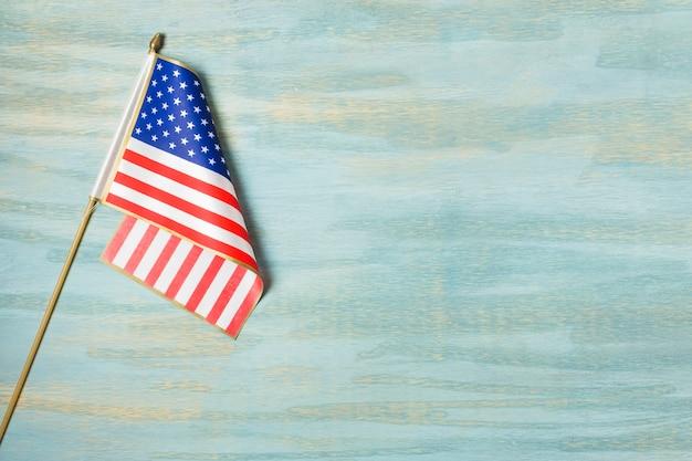 Una vista aerea della bandiera americana su priorità bassa strutturata blu Foto Gratuite