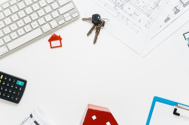 Una vista aerea della scrivania del settore immobiliare Foto Gratuite