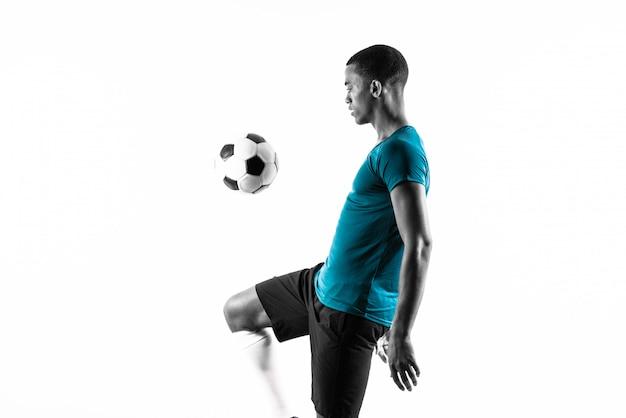 Uomo afroamericano del giocatore di football americano sopra fondo bianco isolato Foto Premium