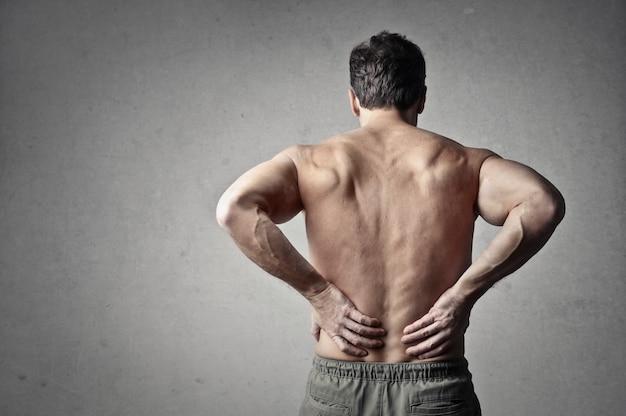 Uomo che ha mal di schiena - Foto Premium