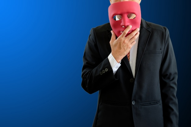 Uomo che indossa una maschera. Foto Premium