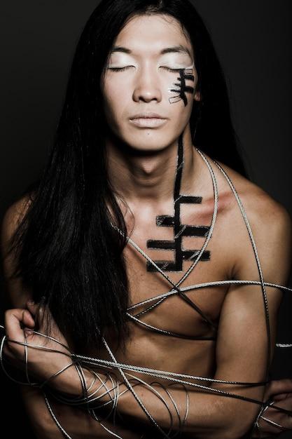 Uomo con filo di acciaio Foto Premium