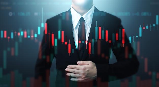 Uomo d'affari a doppia esposizione e grafico a linee. grafico grafico dei prezzi e negoziazione online di azioni indicatrici Foto Premium