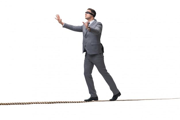 Uomo d'affari bendato isolato su bianco Foto Premium