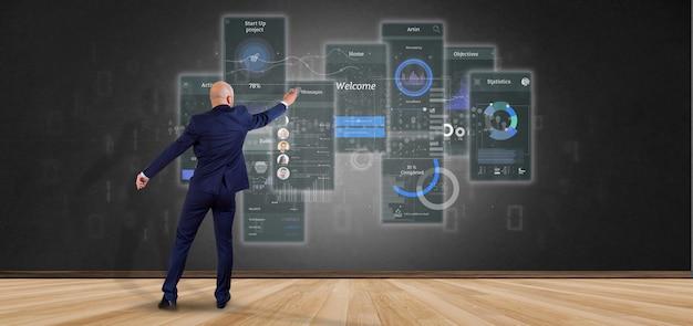 Uomo d'affari davanti a una parete con gli schermi dell'interfaccia utente con l'icona, le statistiche e la rappresentazione di dati 3d Foto Premium