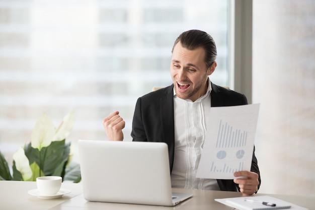 Uomo d'affari felice Foto Gratuite