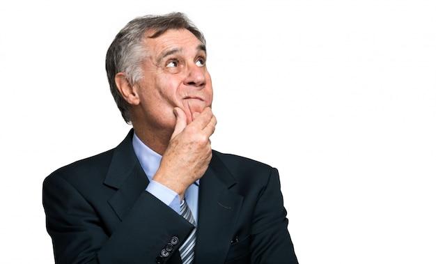 Uomo d'affari scettico isolato su sfondo bianco Foto Premium