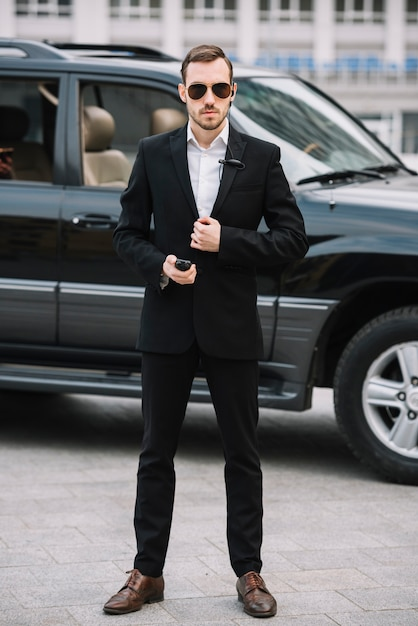 Uomo di guardia professionale vista frontale Foto Gratuite