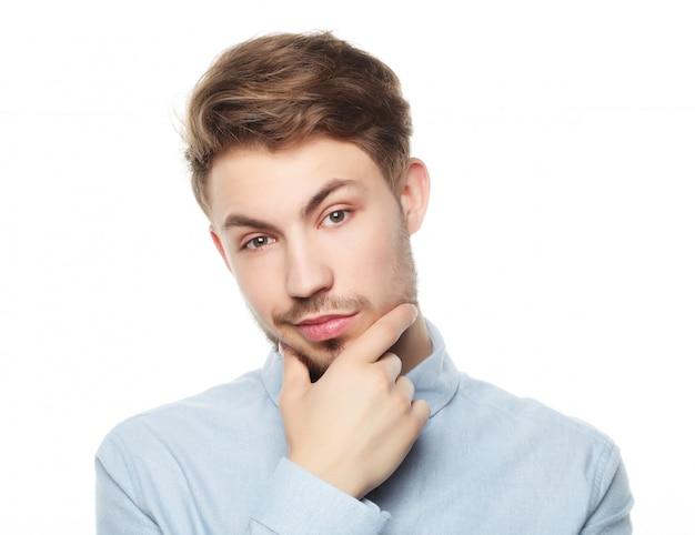 Uomo di pensiero di affari isolato su sfondo bianco Foto Premium