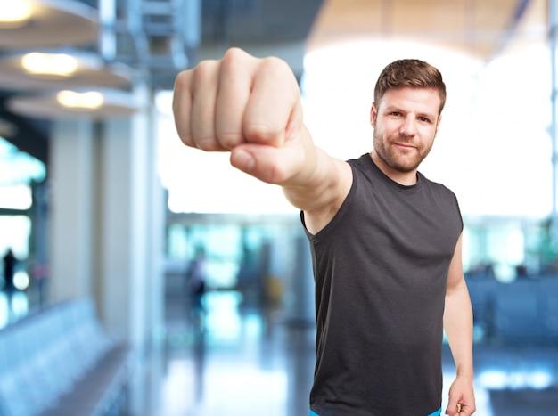 Uomo di sport espressione arrabbiata Foto Gratuite