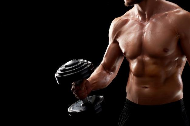 Uomo giovane fitness in studio Foto Gratuite