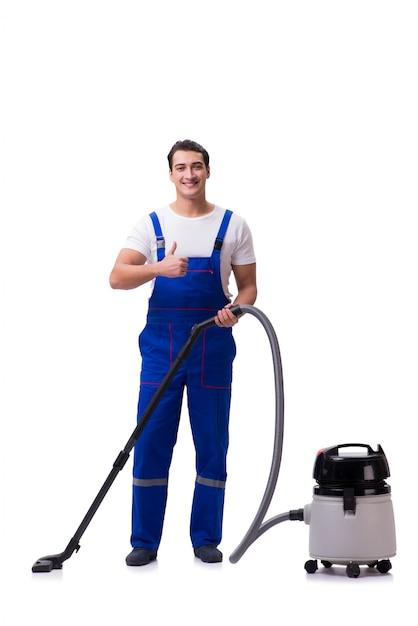 Uomo in tute che fanno pulizia con l'aspirapolvere sul bianco Foto Premium