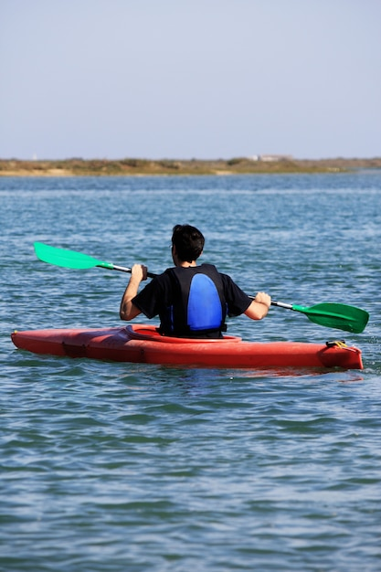 Uomo su kayak Foto Premium