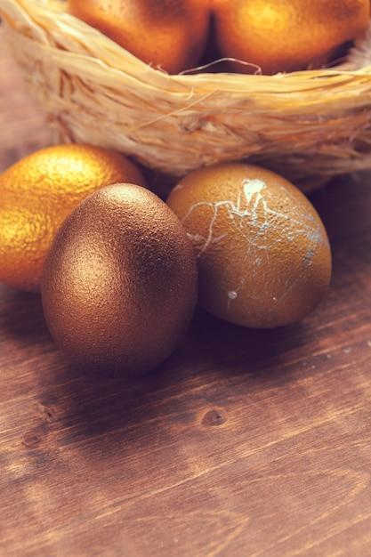 Uova di pasqua d'oro Foto Premium