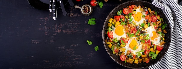Uova friied con verdure Foto Gratuite