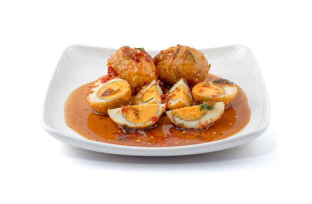 Uovo con salsa al tamarindo (kai look keuy o uova del genero) Foto Premium