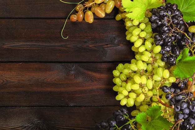 Uva su legno Foto Premium