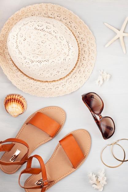 Vacanze estive, viaggi, concetto di turismo piatta laici Foto Premium