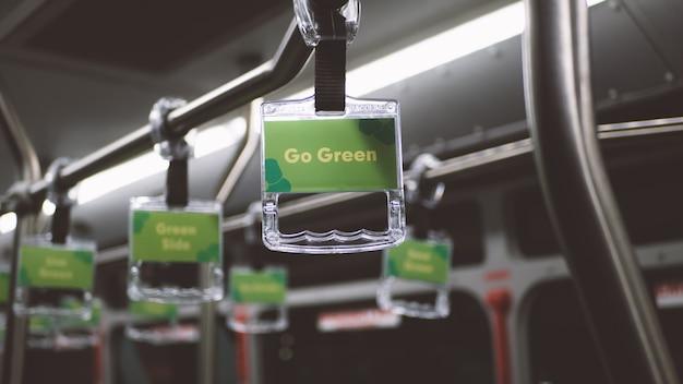 Vai verde certificato auto elettrica Foto Premium