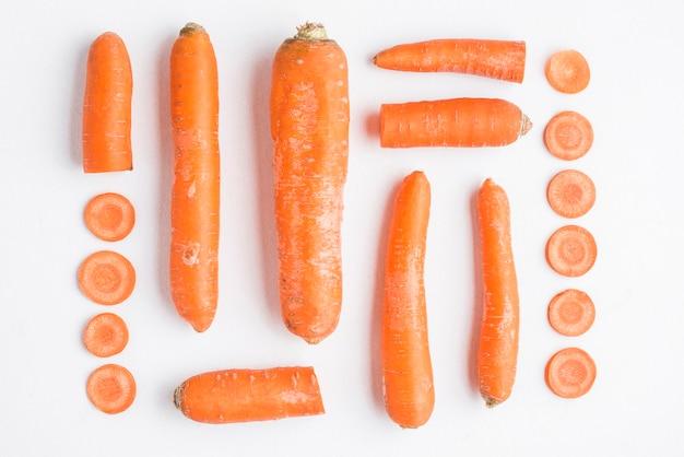 Vari pezzi di carota tagliata Foto Gratuite