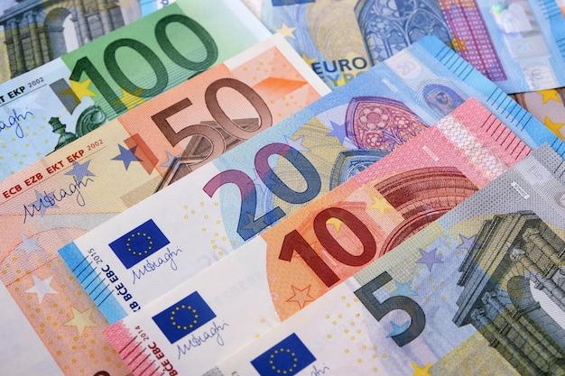 Varie banconote in euro Foto Premium