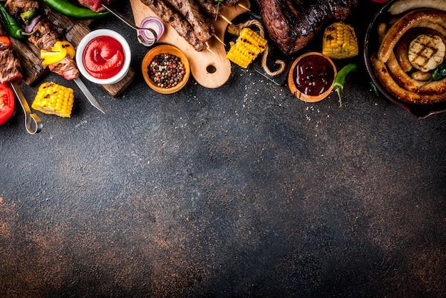 Varie grigliate per barbecue Foto Premium