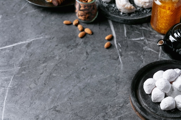 Varietà di biscotti tradizionali dolci greci Foto Premium