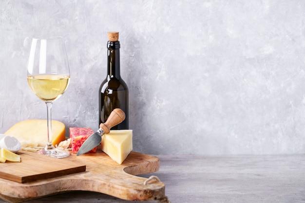 Varietà di formaggio di latte di capra e mucca Foto Premium