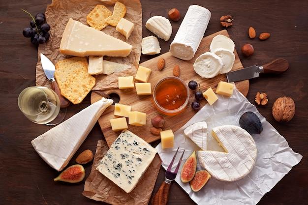 Varietà di formaggio diverso Foto Premium