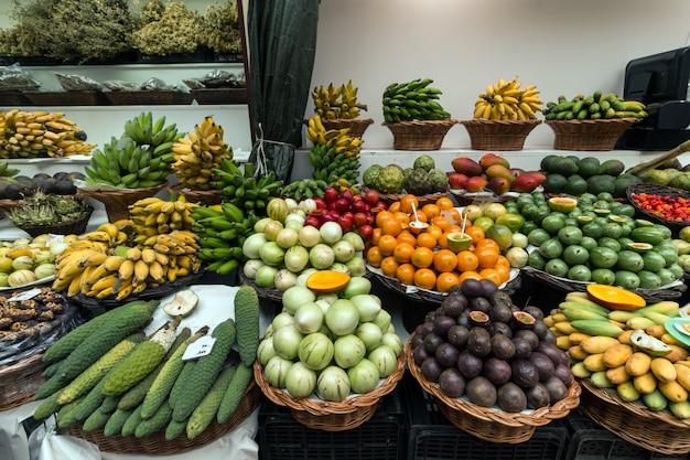 Varietà di frutta esotica Foto Premium