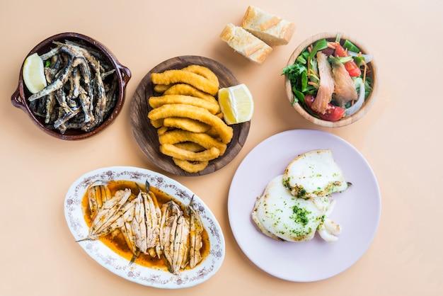 Varietà di pesci tipica in spagna Foto Premium