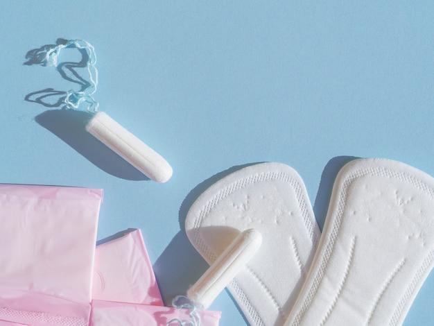 Varietà di primo piano femminile di igiene mestruale Foto Gratuite