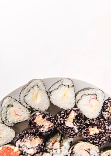 Varietà di sushi con copia-spazio Foto Gratuite